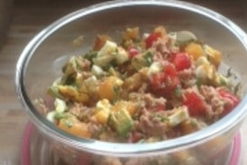 Low Carb Salat-Rezept:<br />Thunfischsalat mit Avocado