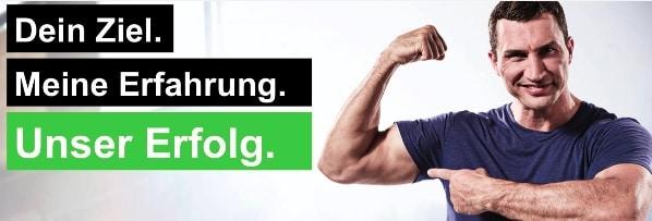 Klitschko Body Performance: Wladimir Klitschko zeigt auf seine Muskeln.