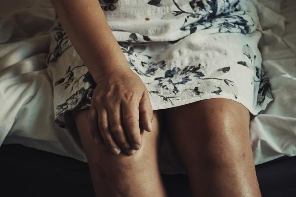 Knieschmerz Selbsthilfekurs | Was tun bei Knieschmerzen?